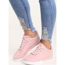Różowe Buty Sportowe Seems to Change. Czerwone buty sportowe damskie marki KALENJI, z gumy. Za 59,99 zł.