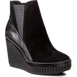 Botki CALVIN KLEIN JEANS - Sasha R0577 Black/Black. Czarne buty zimowe damskie marki Calvin Klein Jeans, z jeansu, na obcasie. W wyprzedaży za 369,00 zł.
