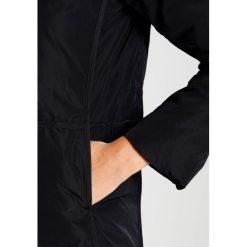 Bench Płaszcz puchowy black beauty. Czarne płaszcze damskie puchowe Bench, s, z materiału. W wyprzedaży za 499,85 zł.