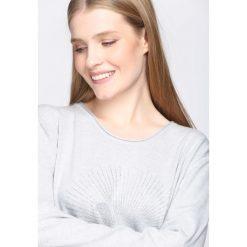 Jasnoszary Sweter Proportionate. Szare swetry klasyczne damskie Born2be, l, z dzianiny. Za 54,99 zł.