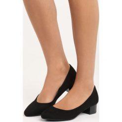 Czarne Zamszowe Czółenka Secret Recipe. Czarne buty ślubne damskie Born2be, z zamszu, na niskim obcasie, na słupku. Za 79,99 zł.