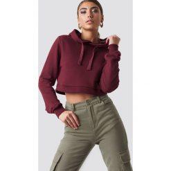 Pamela x NA-KD Bluza z kapturem Cropped Rib - Red. Czerwone bluzy z kapturem damskie Pamela x NA-KD, długie. Za 141,95 zł.