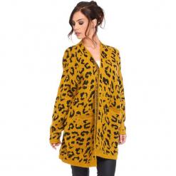 """Kardigan """"Leopard"""" w kolorze musztardowym. Żółte kardigany damskie marki Cosy Winter, s, z motywem zwierzęcym. W wyprzedaży za 181,95 zł."""