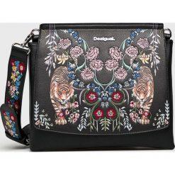 Desigual - Torebka. Czarne torebki klasyczne damskie marki Desigual, z haftami, z materiału, średnie, z haftem. Za 349,90 zł.