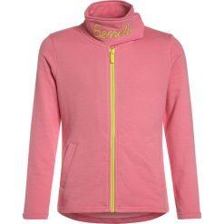 Bench FUNNEL  Bluza rozpinana strawberry pink. Szare bluzy dziewczęce rozpinane marki Bench, z bawełny, z kapturem. Za 169,00 zł.