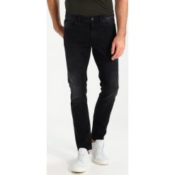 Marc O'Polo DENIM Jeansy Slim Fit black. Czarne jeansy męskie Marc O'Polo DENIM. Za 429,00 zł.