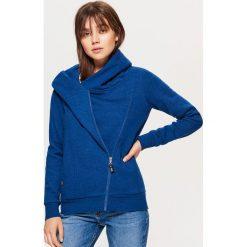 Rozpinana bluza z asymetrycznym zamkiem - Granatowy. Niebieskie bluzy rozpinane damskie marki Cropp, l. Za 79,99 zł.