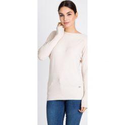 Beżowy sweter z ozdobnym splotem QUIOSQUE. Brązowe swetry klasyczne damskie marki QUIOSQUE, na jesień, ze splotem, z okrągłym kołnierzem. W wyprzedaży za 59,99 zł.