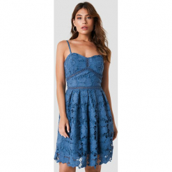 NA-KD Boho Koronkowa sukienka na ramiączkach - Blue. Niebieskie sukienki boho marki NA-KD Boho, na imprezę, w koronkowe wzory, z koronki, na ramiączkach, mini. Za 242,95 zł.