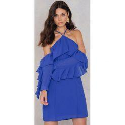 Sukienki: NA-KD Trend Sukienka mini z falbanką i dekoltem A – Blue