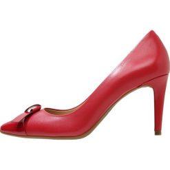 MICHAEL Michael Kors MELLIE FLEX Czółenka scarlet. Czarne czółenka marki MICHAEL Michael Kors, z gumy, przed kolano, na wysokim obcasie. Za 589,00 zł.