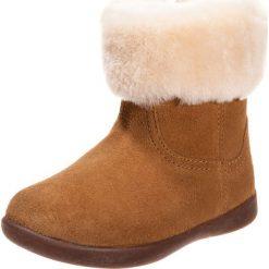 UGG JORIE Śniegowce chestnut. Brązowe buty zimowe damskie Ugg, z materiału. W wyprzedaży za 231,75 zł.