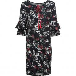 Sukienka bonprix czarny z nadrukiem. Czarne sukienki z falbanami marki bonprix, w kwiaty, z dekoltem w serek. Za 79,99 zł.