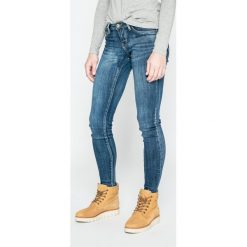 Tally Weijl - Jeansy. Czerwone jeansy damskie marki TALLY WEIJL, l, z dzianiny, z krótkim rękawem. W wyprzedaży za 89,90 zł.