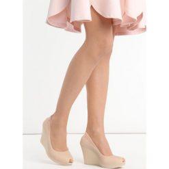 Beżowe Koturny Noklast. Brązowe buty ślubne damskie marki Born2be, z kauczuku, z okrągłym noskiem, na wysokim obcasie, na koturnie. Za 49,99 zł.