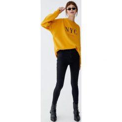 Jeansy capri z wysokim stanem. Czarne boyfriendy damskie Pull&Bear, z jeansu. Za 79,90 zł.
