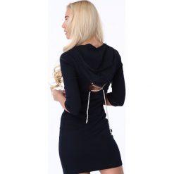 Sukienka z wiązaniem i kapturem granatowa 62671. Czarne sukienki marki Sinsay, l, z kapturem. Za 61,00 zł.