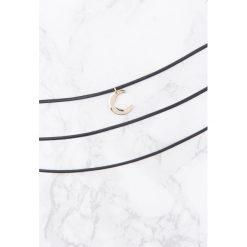 Naszyjniki damskie: NA-KD Accessories Kaskadowy naszyjnik z wisiorkiem – Black