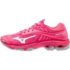 Mizuno WAVE LIGHTNING Z4 Obuwie do siatkówki azalea/white/camellia rose. Różowe buty do fitnessu damskie marki Mizuno. Za 589,00 zł.