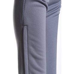 Adidas Performance MANCHESTER UNITED TRAINING Spodnie treningowe grey/white. Szare spodnie chłopięce adidas Performance, z materiału. Za 199,00 zł.
