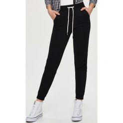 Spodnie dresowe damskie: Dresowe spodnie – Czarny