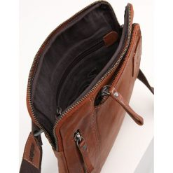 Strellson UPMINSTER  Torba na ramię cognac. Brązowe torby na ramię męskie marki Kazar, ze skóry, przez ramię, małe. Za 529,00 zł.
