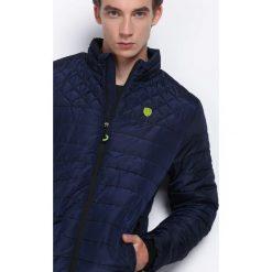Granatowa Kurtka Run and Hide. Czarne kurtki męskie pikowane marki Born2be, l, z aplikacjami, z dresówki. Za 149,99 zł.
