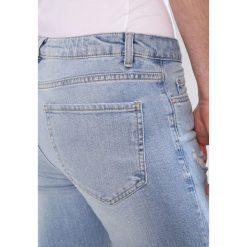 New Look Jeansy Slim Fit light blue. Czarne jeansy męskie marki New Look, z materiału, na obcasie. W wyprzedaży za 141,75 zł.