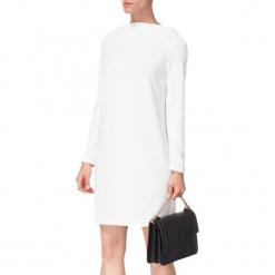 Sukienka w kolorze białym. Białe sukienki mini marki BOHOBOCO, z dekoltem na plecach, proste. W wyprzedaży za 749,95 zł.