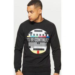 Bluza z grafiką - Czarny. Czarne bluzy męskie rozpinane marki Cropp, l. W wyprzedaży za 59,99 zł.