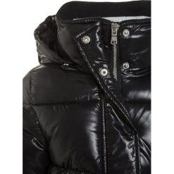 Sisley Płaszcz zimowy black. Czarne kurtki chłopięce zimowe Sisley, z materiału. W wyprzedaży za 202,30 zł.