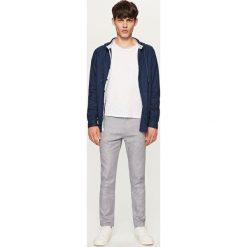 Rurki męskie: Eleganckie spodnie chino slim fit - Szary