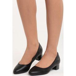 Czarne Czółenka Secret Recipe. Czarne buty ślubne damskie marki Born2be, na niskim obcasie, na słupku. Za 79,99 zł.