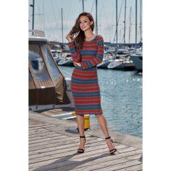 Kobieca ołówkowa sweterkowa sukienka jeans-rudy-jasnoszary. Brązowe długie sukienki Lemoniade, na jesień, z jeansu, klasyczne, z klasycznym kołnierzykiem, z długim rękawem, ołówkowe. Za 149,90 zł.