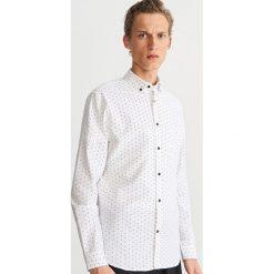 Bawełniana koszula z drobnym wzorem - Biały. Białe koszule męskie marki Reserved, l. Za 99,99 zł.