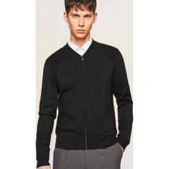 Sweter ze strukturalnymi elementami - Czarny. Czarne swetry klasyczne męskie Reserved, l. Za 99,99 zł.