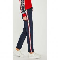 Tommy Jeans - Spodnie. Szare jeansy damskie Tommy Jeans. Za 449,90 zł.