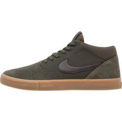 Nike SB PORTMORE II SOLAR MID Tenisówki i Trampki wysokie sequoia/black/gum med brown. Zielone trampki męskie Nike SB, z materiału. Za 319,00 zł.