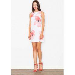 Sukienka we Wzór Kwiaty Odcienie Czerwieni. Czerwone sukienki balowe marki Molly.pl, do pracy, l, w kwiaty, z dekoltem na plecach, proste. Za 139,90 zł.
