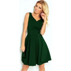 Zielona Sukienka Elegancka Rozkloszowana na Szerokich Ramiączkach. Zielone sukienki balowe marki Molly.pl, na imprezę, l, z tkaniny, z kopertowym dekoltem, na ramiączkach, dopasowane. Za 159,90 zł.