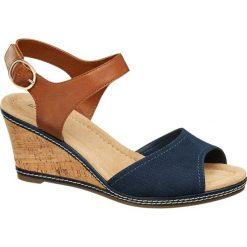 Sandały na koturnie Graceland niebieskie. Niebieskie sandały damskie Graceland, z materiału, na koturnie. Za 79,90 zł.