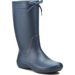 Kalosze CROCS - Freesail Rain Boot 203541 Navy. Niebieskie buty zimowe damskie marki Crocs, z materiału. W wyprzedaży za 179,00 zł.