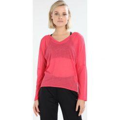 Venice Beach ELINA LONGSLEEVE Koszulka sportowa raspberry. Czerwone bluzki longsleeves Venice Beach, l, z materiału, sportowe. Za 149,00 zł.