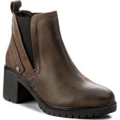Botki WRANGLER - Sierra Chelsea WL172516 Anthracite 96. Brązowe buty zimowe damskie Wrangler, z materiału, na obcasie. W wyprzedaży za 259,00 zł.