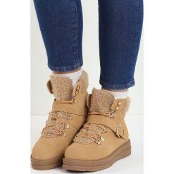 Camelowe Traperki Untold. Czarne buty zimowe damskie Born2be, na płaskiej podeszwie. Za 79,99 zł.