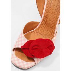 Chie Mihara ANAMI Sandały na obcasie vichy pink ante rojo. Czerwone sandały trekkingowe damskie Chie Mihara, z materiału, na obcasie. W wyprzedaży za 579,50 zł.