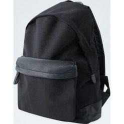 Płócienny plecak z kieszenią z przodu. Czarne plecaki męskie Pull&Bear. Za 139,00 zł.