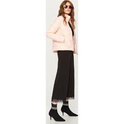 Pikowana kurtka ze stójką - Różowy. Białe kurtki damskie pikowane marki Reserved, l, z dzianiny. Za 179,99 zł.