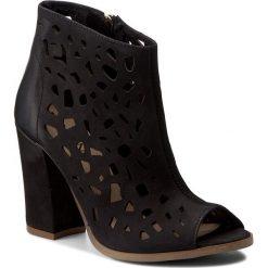 Botki CARINII - B3976  360-000-000-C36. Czarne buty zimowe damskie Carinii, z nubiku, na obcasie. W wyprzedaży za 259,00 zł.