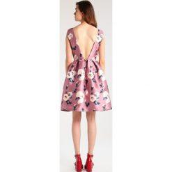 Sukienki hiszpanki: Chi Chi London Tall WINNIE Sukienka koktajlowa pink